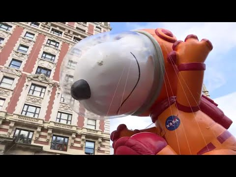AP: Thanksgiving parade a success amid wind scare